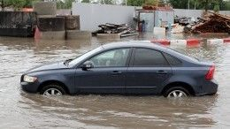Последствия вызванного ливнем потопа устраняют вМахачкале
