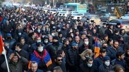 Задержано более 70 участников протеста вЕреване