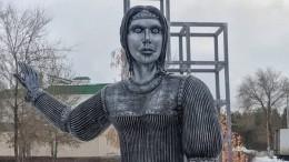 Первая версия скандально известного памятника «Аленка»— фото