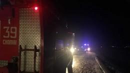 Последствия опрокидывания пассажирского автобуса под Рязанью— видео