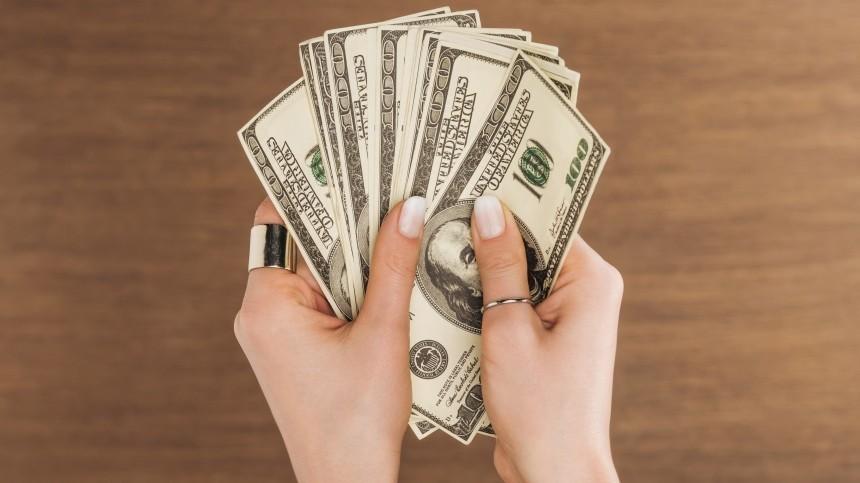 Финансист назвал лучшее время для продажи долларов