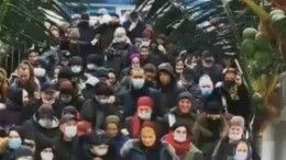 Видео: распродажа вразгар пандемии привела кстрашной давке вТЦвМахачкале