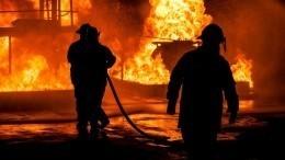 Торговый павильон сгорел нарынке вВолгограде— видео