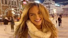 «Повезло соснегуркой?»— Стеша Маликова показала, как отмечает Новый год сбратом
