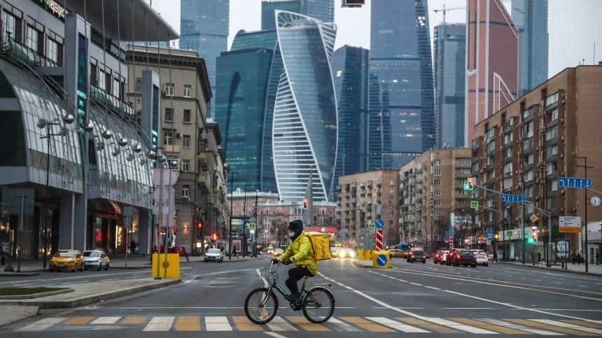 Фото года: Бэнкси, опустевшая Москва иСанта-Клаусы наудаленке