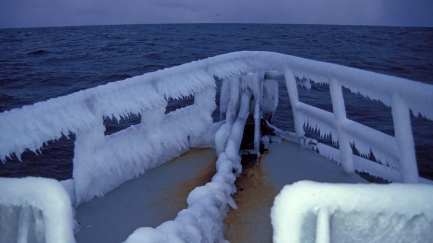 Выход вЯпонское море грозит кораблям обледенением