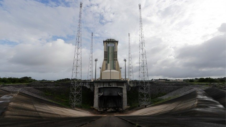 Ракета «Союз» сфранцузским спутником стартовала скосмодрома Куру