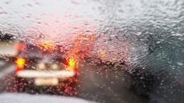 Массовые ДТП, задержки авиарейсов иснежные заносы: вРоссии бушует непогода