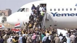 Взрыв прогремел ваэропорту Йемена вмомент прибытия нового правительства