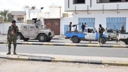 Правительство Йемена назвало число жертв после взрыва ваэропорту Адена