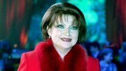 «Бурный роман»: у67-летней Степаненко появился молодой ухажер?