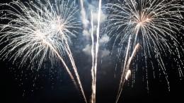«Вокно постучался фейерверк»: всети появились видео опасных новогодних салютов