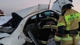 Иномарку согнуло пополам: фото сместа ДТП свосемью погибшими вТыве