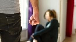 Под Саратовом мужчина досмерти забил супругу, заподозрив вневерности