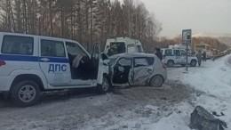 Автобус сдетской командой хоккеистов попал вДТП под Челябинском