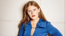 Фото «до» и«после»: звезда сериала «Чики» набрала 10 килограммов запандемию