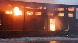 Пожар вспыхнул намебельной фабрике вПодмосковье