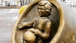Челябинская «Аленка»: всети критикуют странный памятник женщине— космонавту