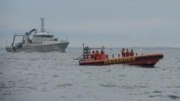 Обломки повсюду: видео сместа крушения индонезийского Boeing вЯванском море