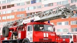 Герои-полицейские спасли ребенка, выброшенного изокна горящей квартиры