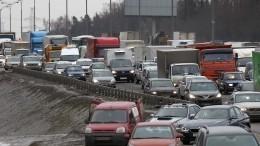 После смертельного ДТП своенными под Москвой образовалась пробка— видео