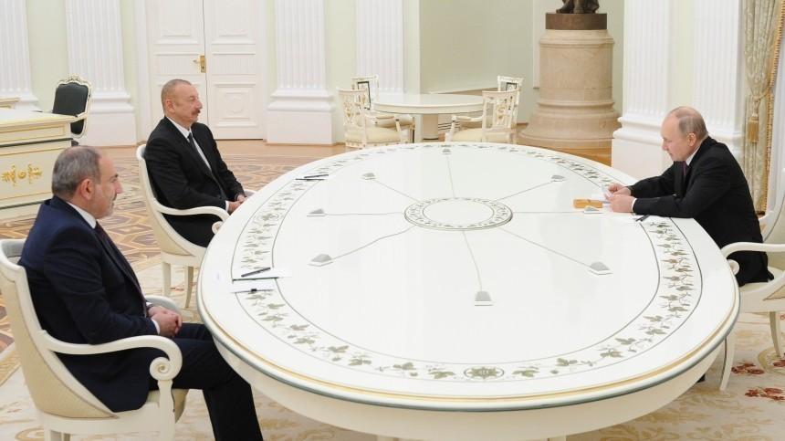 Путин, Алиев иПашинян подписали заявление оразвитии Карабаха