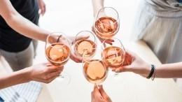Доктор Мясников посоветовал россиянам неотказываться оталкоголя