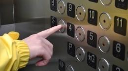Причиной падения лифта вКрасноярске стал перегруз мусором— видео