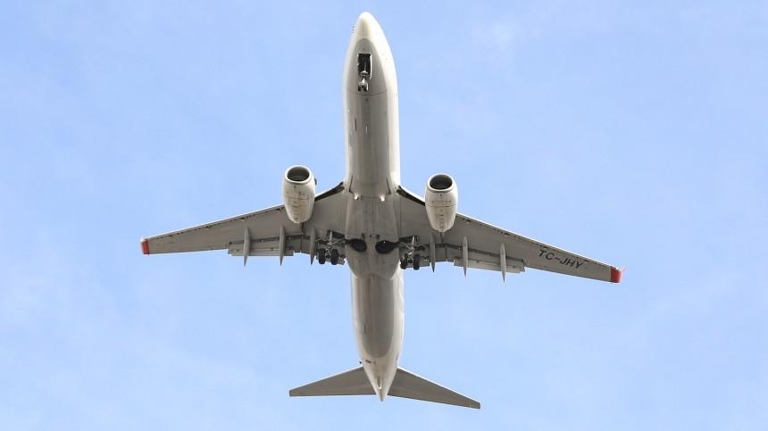Приземлившийся в«Шереметьево» самолет повредил стойку шасси