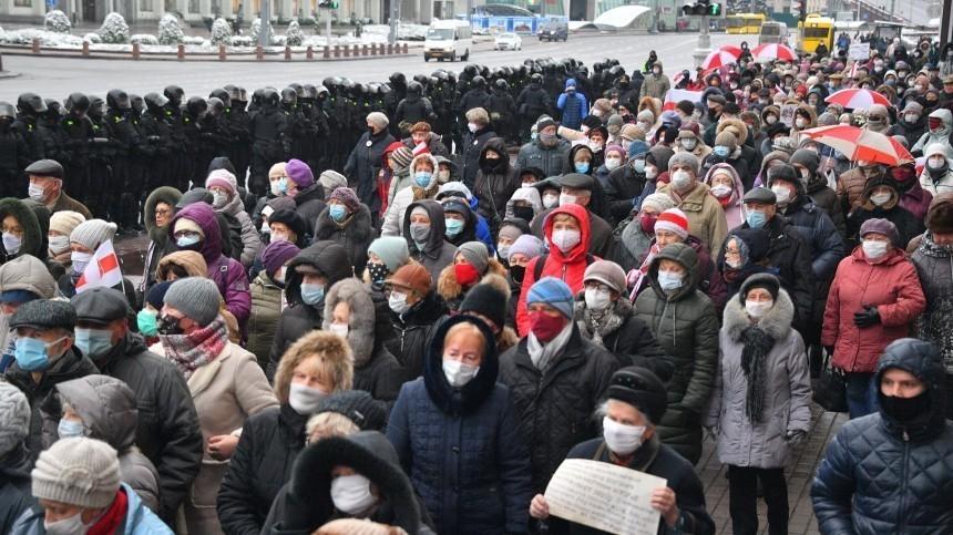 Лукашенко назвал причину длительности протестов вБелоруссии