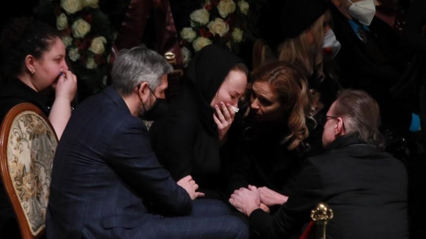 «Это неконец!»— Вдова Грачевского разрыдалась вовремя прощания смужем