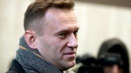 Проводили спочестями: Навального привезли ваэропорт Берлина сотрудники немецких спецслужб