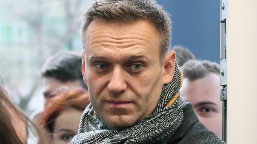 Навального в«Шереметьево» атаковали журналисты