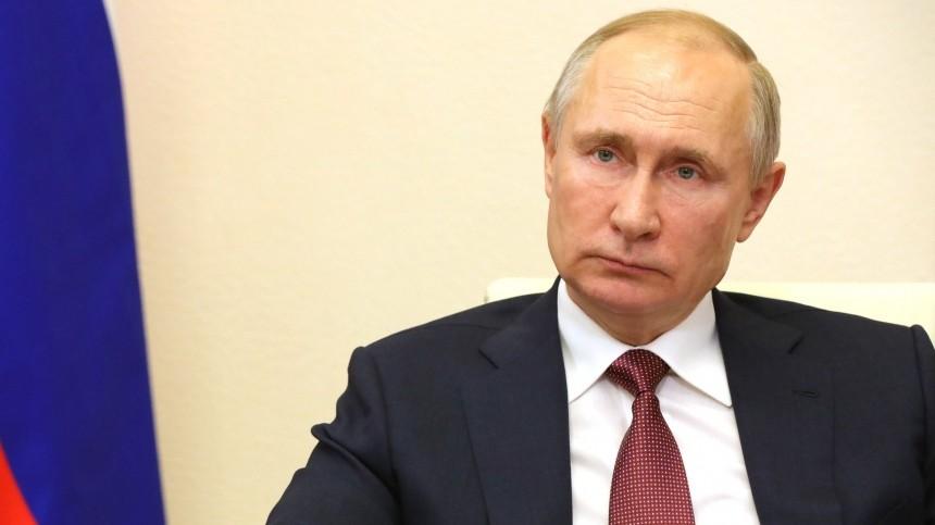 Владимир Путин сделал прививку откоронавируса