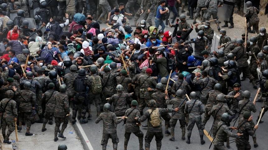 Нелегалы изГондураса ввязались вдраку сполицейскими награнице