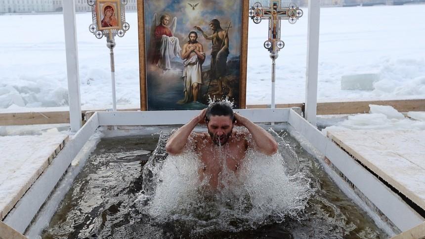 Кардиолог рассказала, для кого смертельно опасно окунаться впрорубь вКрещение