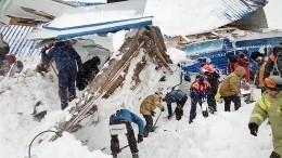 Спасательные работы наместе схода лавины вКЧР приостановили доутра