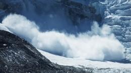 Один человек погиб при сходе лавины нагорнолыжном курорте вШвейцарии