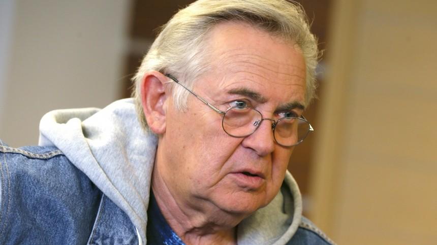 Юрий Стоянов признался ввакцинации «поблату»