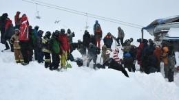 Счет идет наминуты: спасатели продолжают искать людей после схода лавины вКЧР