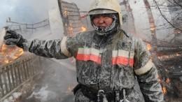 Горячие сердцем якутские спасатели «леденеют» натушении пожара в-50 градусов