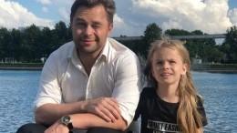 Гогунский, сыгравший Кузю в«Универе», претендует надоходы дочери сYouTube