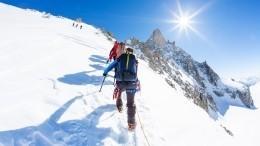 Российские альпинисты поставили новый рекорд, покорив вершину Аксу— видео