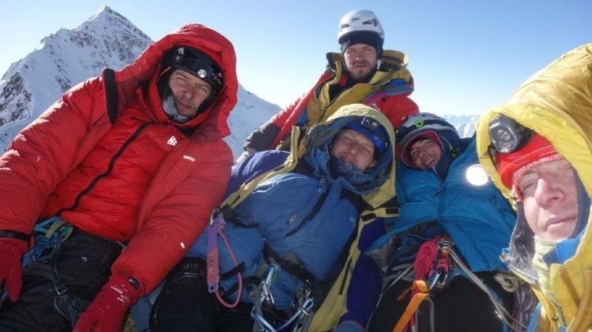 Российские альпинисты совершили уникальное восхождение нагору Аксу