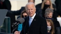Джо Байден впервые зашел вБелый дом вкачестве президента США