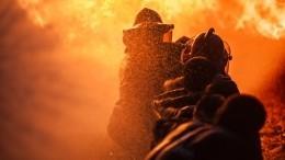 Видео: Пламя охватило двухэтажный многоквартирный дом вЯкутии
