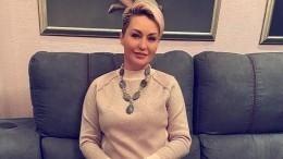 «Какже давно вас небыло!»: Катя Лель засняла полет НЛО навидео