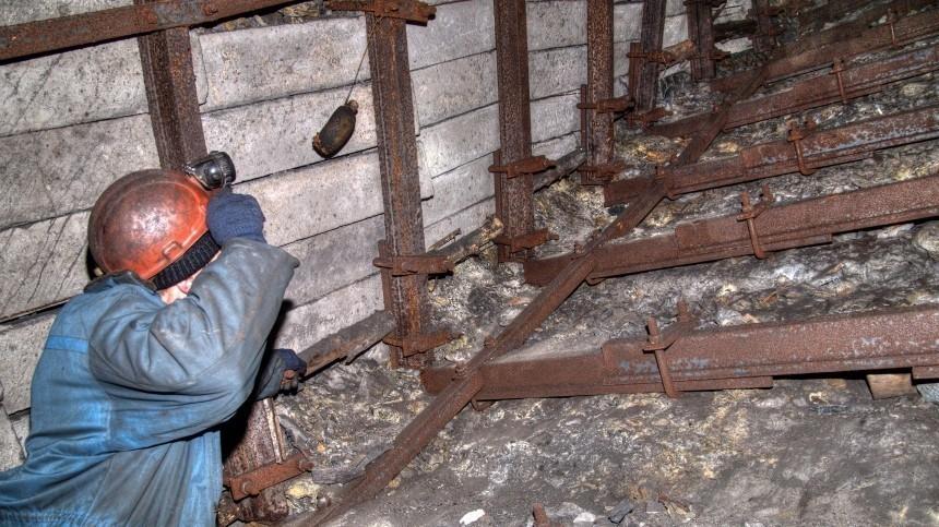 Число жертв обрушения шахты вКузбассе достигло трех
