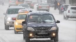 «Завалило!»— регионы России несправляются ссамым мощным за5 лет снегопадом