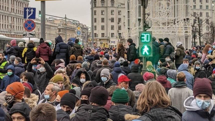 Около четырех тысяч человек вышли нанезаконную акцию вМоскве